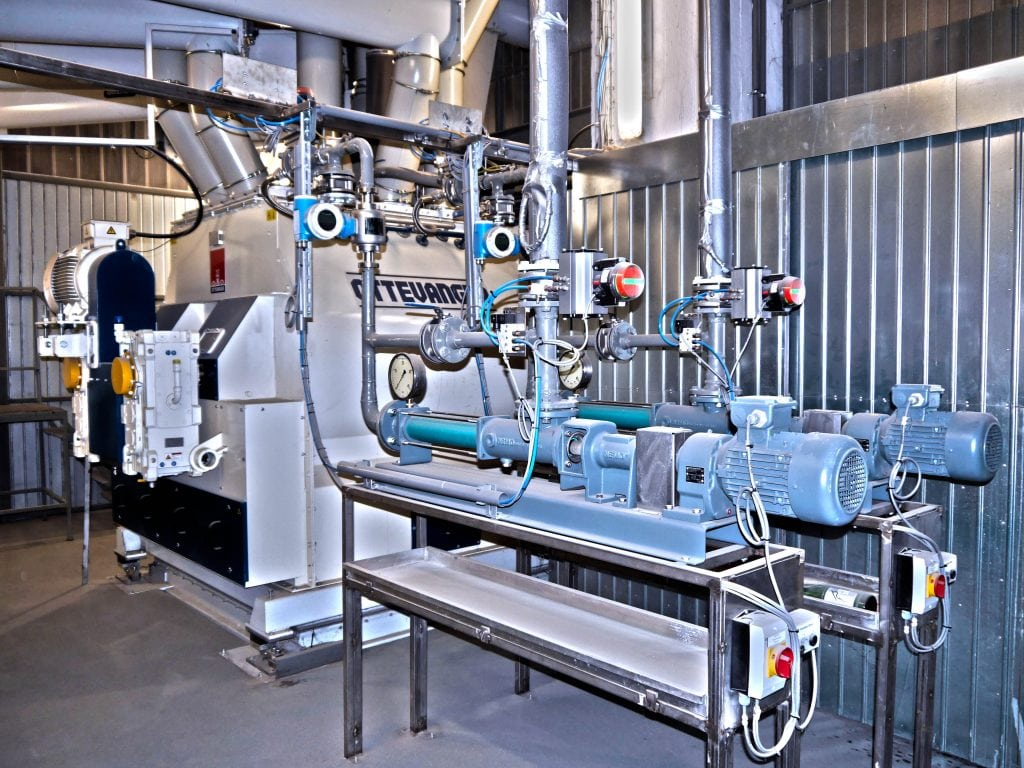 Maschine für Müsliproduktion in einer Produktionshalle.